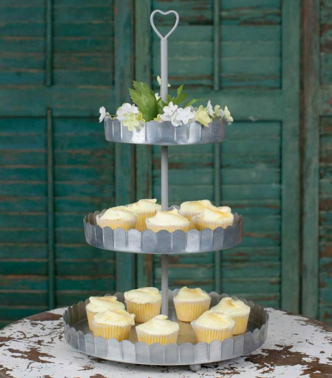heart-cupcake-stand