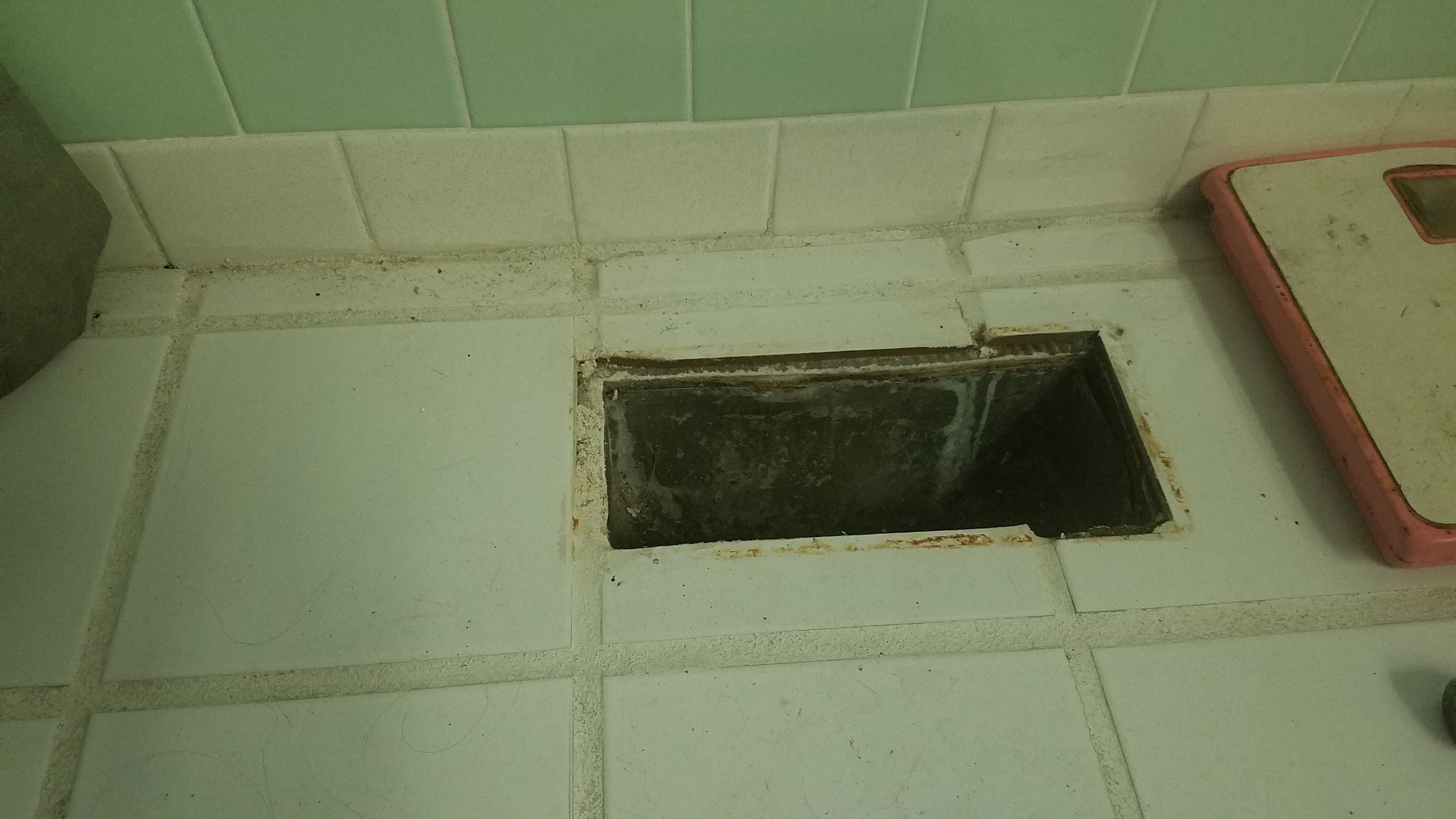 How To Remove Tile Floors - Bachelorette Pad Flip